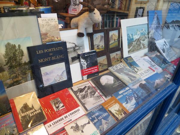 Le Vent des Errances en vitrine de la Librairie des Alpes à Paris
